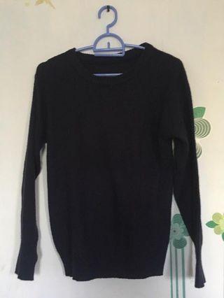 Sweter hitam