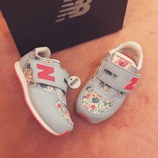 🚚 New balance 碎花女寶學步鞋 日本cath kidston 聯名