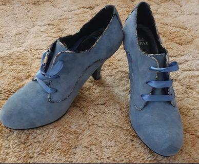 Closed toe, Blue suede Mary Jane pumps