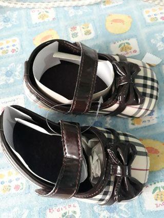 Sepatu bayi prewalker shoes burberry