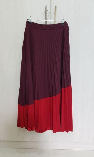 🚚 Red Pleated Skirt