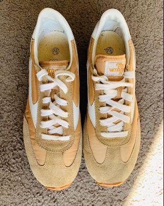 Vintage sneakers size 7 1/2