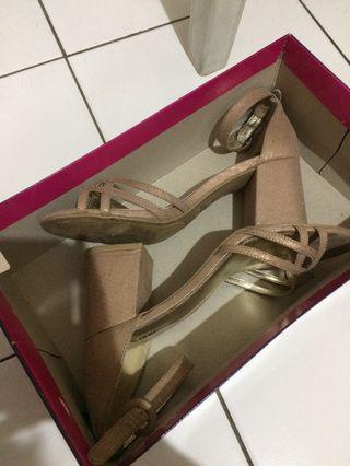 heels nude fioni (payless)