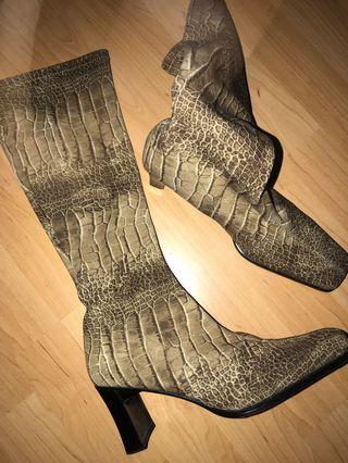Women's vintage camo boot