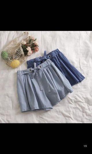 🚚 Light washed denim flare shorts