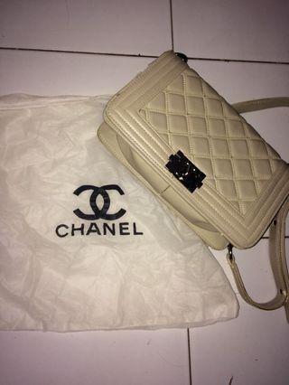 Tas Chanel sling bag