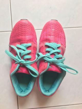 Diadora Pink Sport Shoes