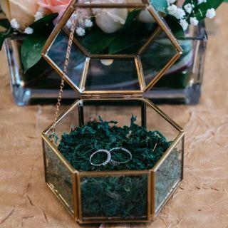 Wedding rings holder