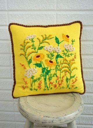 古董雛菊刺繡抱枕
