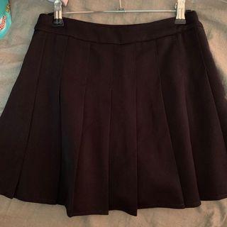 🚚 百褶褲裙 素面黑色百褶學生裙褲 內有安全褲 格子穿過一次9新 黑色8新