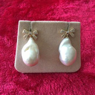 Baroque pearl earrings with ribbon TOP.