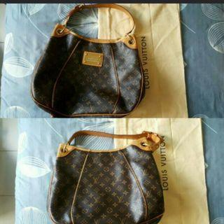 🚚 Authentic Louis Vuitton Bag. Used
