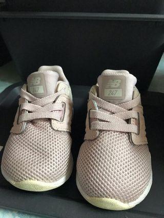 New Balance粉紅色波鞋仔