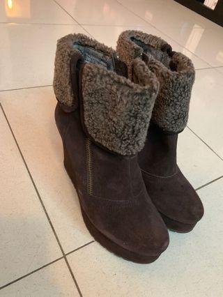 短靴 穿搭 咖啡色 高跟鞋 達芙妮 daphne