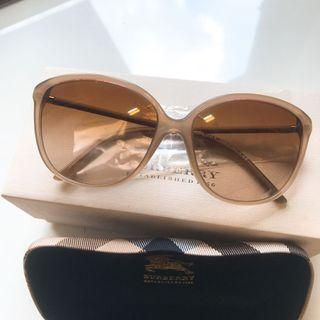 🚚 Authentic Burberry Trench Sunglasses
