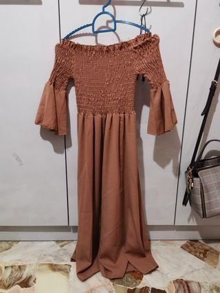 Off shoulder bell sleeve midi dress in brown