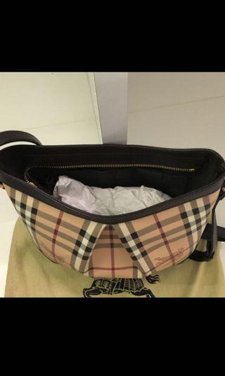 🚚 Burberry Sling Bag