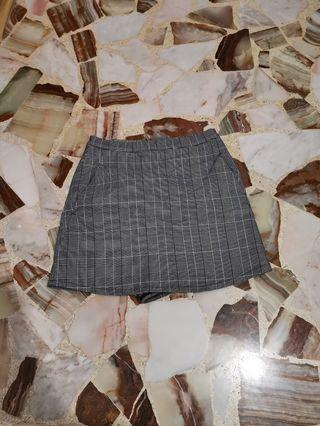 Grey checkered skirt with inner short