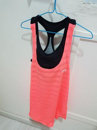 🚚 Woman sports top size s