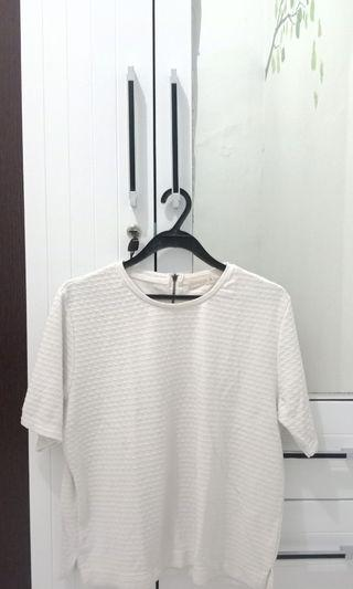Connexion baju putih