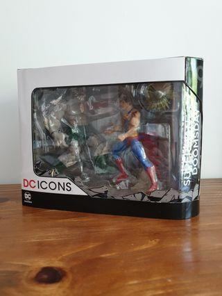 Dc collectibles Doomsday vs Superman