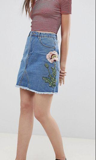 🚚 Floral Embroidered Denim Skirt