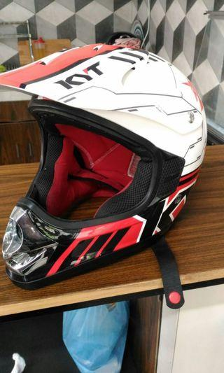 Helm KYT Cross Merah