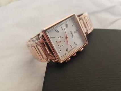 🚚 全新 秒針數字方形金屬錶金色手錶