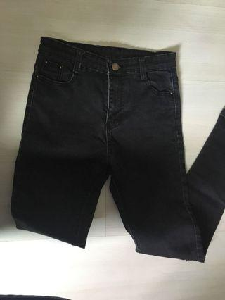 🚚 Black Denim Jeans
