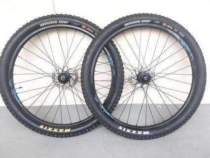 "Used Bicycle Components — GIANT 27.5"" Wheelset"