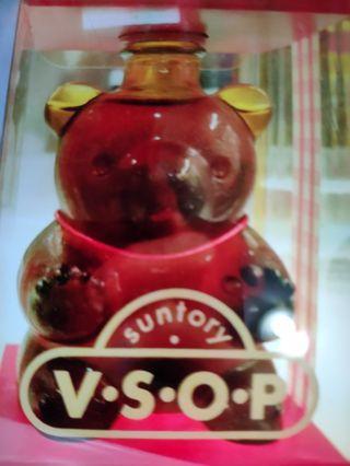 陳年三得利VSOP100ml熊仔造型連盒一支。