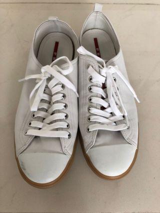 Prada 白色軟皮鞋