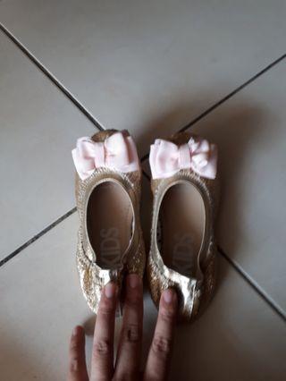 Cotton on girl shoe