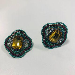 🚚 Gorgeous studded earrings