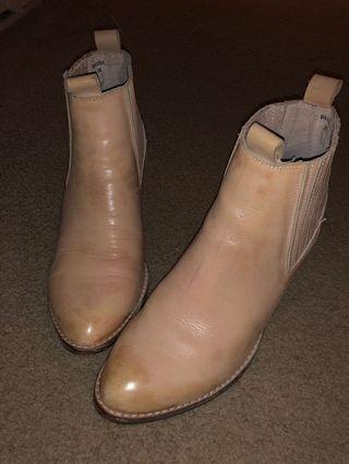 Django & Juliette boots Sz 38