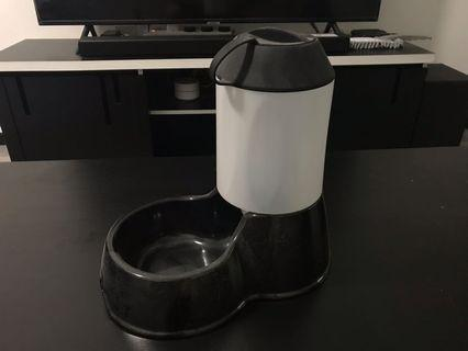 🚚 Self feeding pet bowl