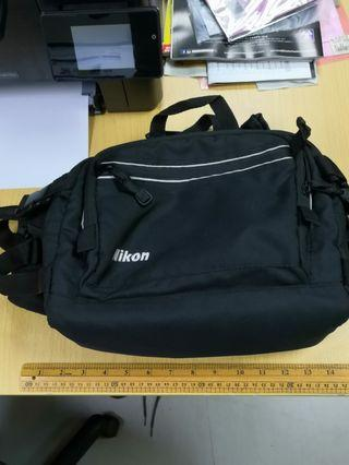 Nikon -腰包型相機袋。