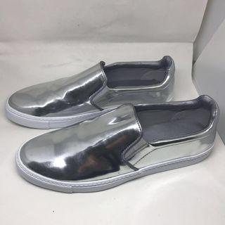 🚚 Zara銀色休閒鞋