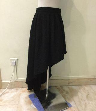 Black highlow asymmetrical skirt