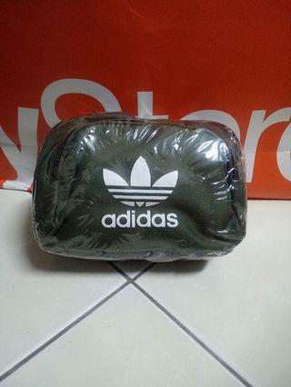 🚚 adidas軍綠色肩側背包
