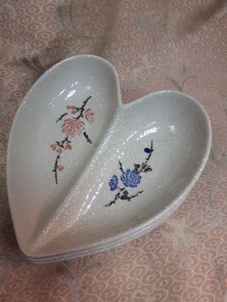🚚 和風 日式 心型 愛心 瓷盤 餐盤