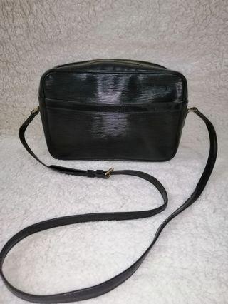 Louis Vuitton Epi Slingbag Original