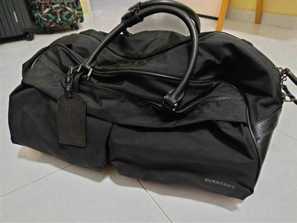 🚚 Burberry luggage bag