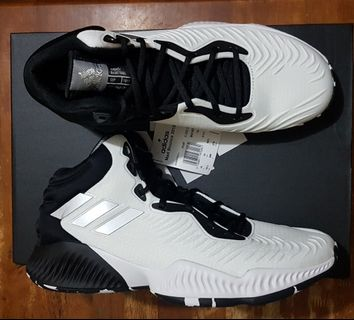detailed pictures c949e 050b6 Adidas Mad Bounce 2018 basketball shoes size 10.5 US for men