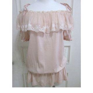 🚚 專櫃0918 棉感肩配蕾絲 縮腰上衣 粉橘 可露肩