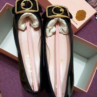🚚 附原盒  西班牙 PRETTY BALLERINAS Odette 系列 - 金屬釦飾 3公分低跟鞋(黑)38碼