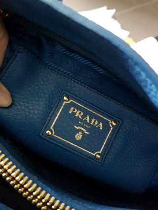 cf05cccee2be02 AUTHENTIC Prada Medium Saffiano Leather Bag