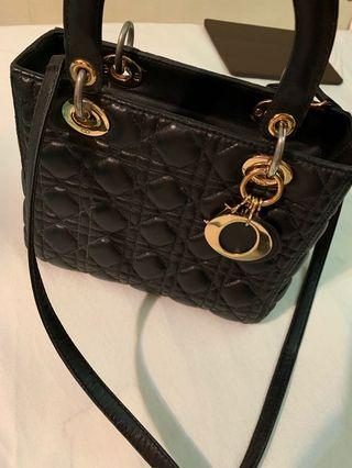 🚚 leather handbag