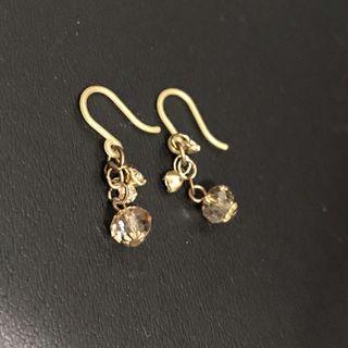 金色樹脂耳環 (購自logon)