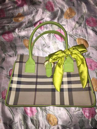 Green Bowed woman bag